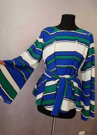 Шикарная блуза в полоску с расклешенным рукаво