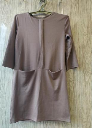 Платье бежевое, нюдовое, осеннее, с карманами, прямого кроя