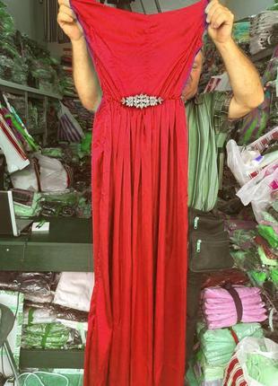 Роскошное шелковое длинное платье с украшением на поясе3 фото