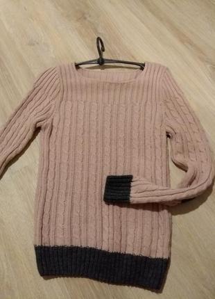 Пудровый свитерок с латочками на локтях