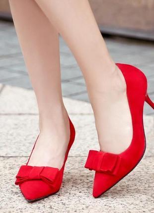 Туфли красные,туфли классные для деловой леди.  39,5 размер marks & spencer.