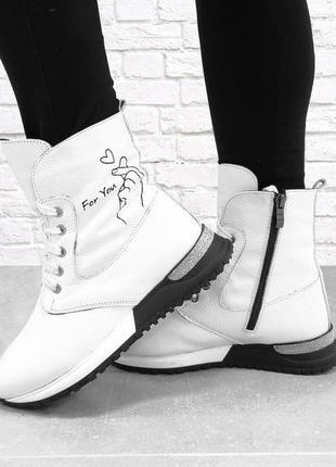Кожаные зимние ботинки. белые.
