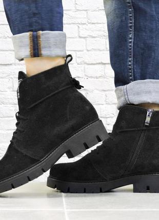 Зимние замшевые ботинки. черные.