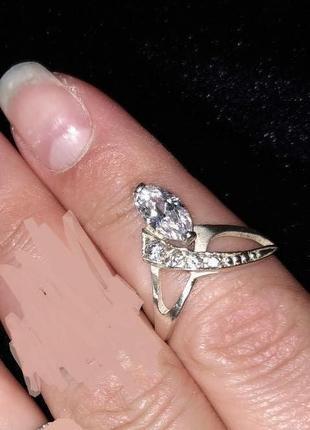 Серебрянное кольцо с цирконами1 фото