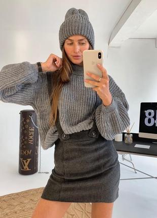 Вязаная шапка со свитером