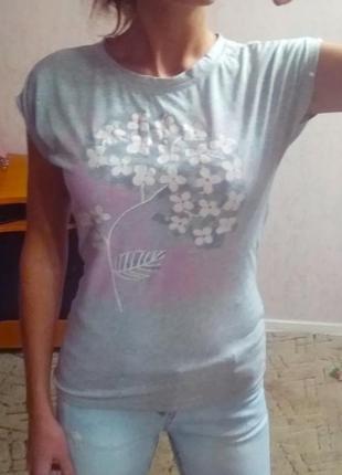 Классная нежная футболка