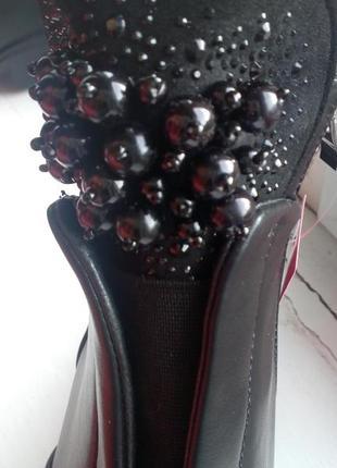 Очень крутые ботинки демисезонные женские с бусинами