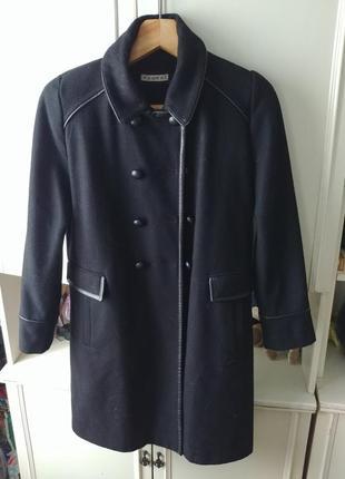 Аккуратное пальто средней длины