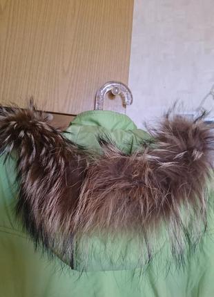 Лёгкая светло-зелёная куртка на синтепоне с вышивкой и натуральной опушкой 48-50 р.3 фото