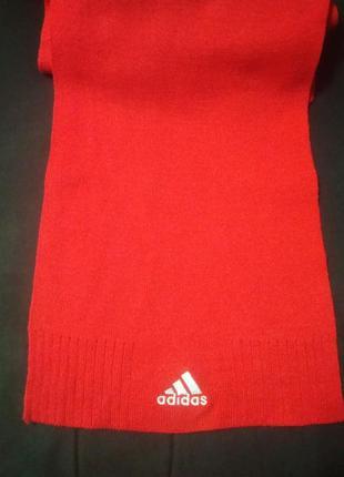 Яркий шарф adidas