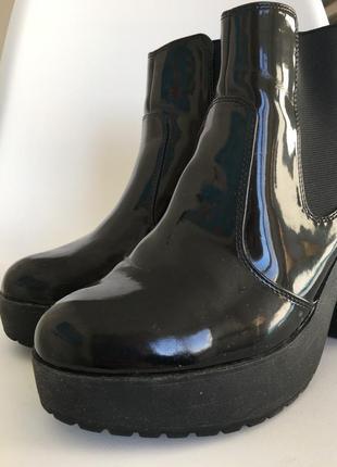 Чёрные лаковые ботильоны new look 40 размер2 фото