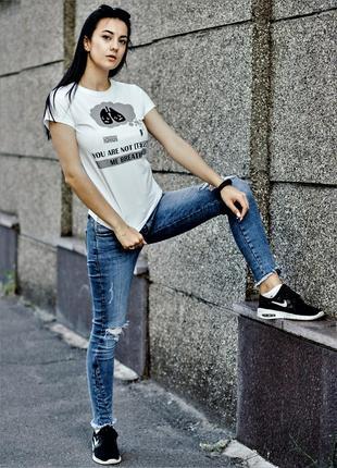 Стильная футболка для некурящих девушек1 фото