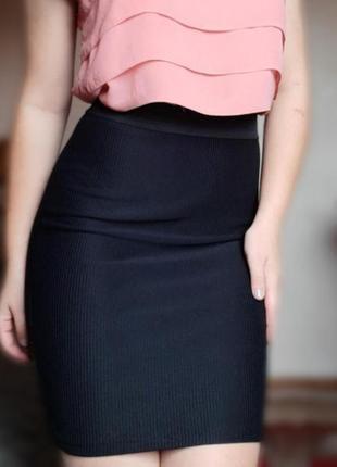 Чёрная юбка в обтяг
