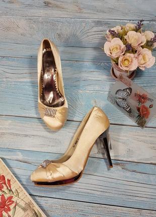 Атласные туфли цвета айвори с пряжкой со стразами и зеркальным каблучком р. 38 (5)