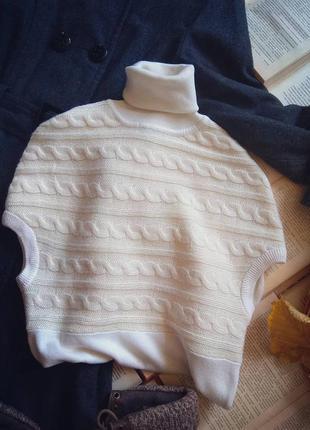 Свитер под горло бежево - белый без рукавов вязка коса1 фото