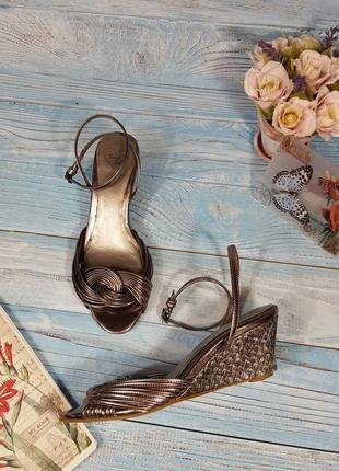 Лаковые блестящие туфли босоножки серебристый металлик на танкетке р. 38