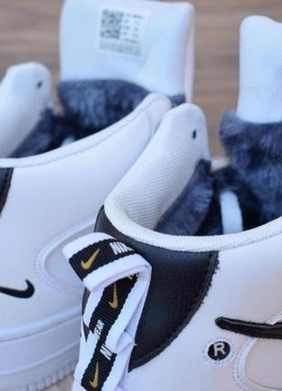 Шикарные женские зимние кроссовки с мехом nike air force 1 mid lv8 ❄8 фото