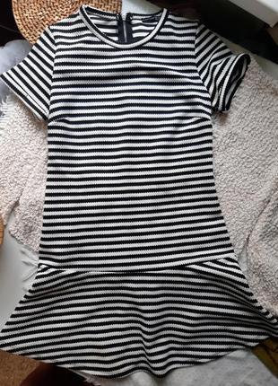 Платье в полоску снизу с оборкой1 фото