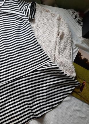 Платье в полоску снизу с оборкой3 фото