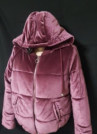 Стильная демисезонная велюровая курточка дутик