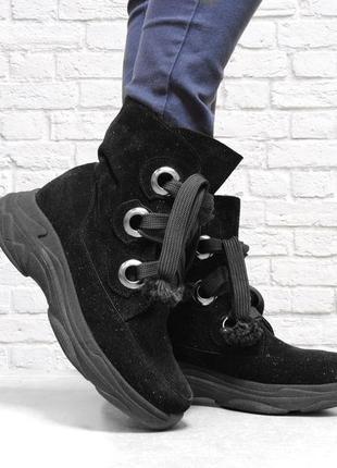 Замшевые зимние ботинки на шнуровке. черные.