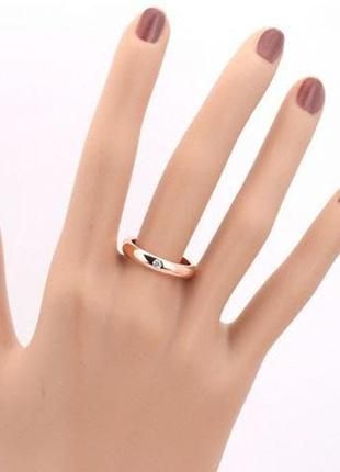 Позолоченное кольцо женское с цирконами код 8875 фото