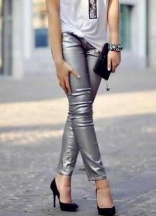 Тренд сезона осень -зима. брюки серебристый металик
