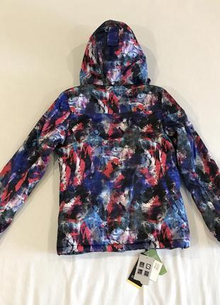 Очень яркая лыжная куртка