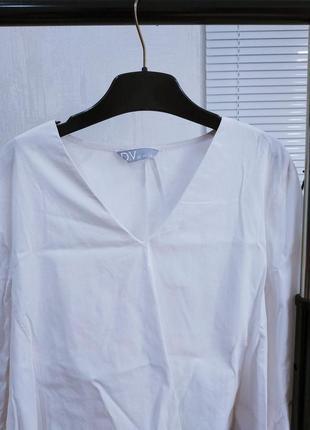 Белая блуза с расклешеными рукавами