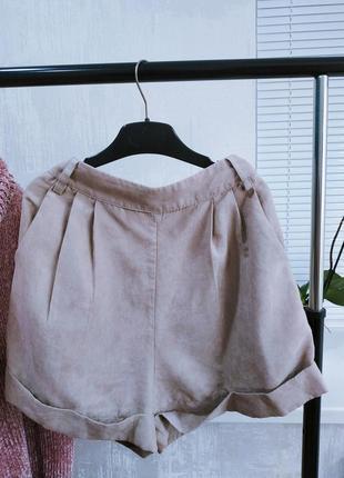 Актуальные велюровые шорты песочного цвета на высокой посадке missguided