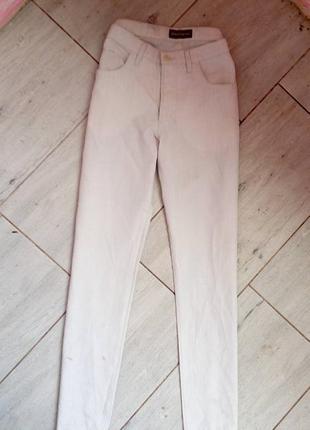 Хлопковые легкие брюки.
