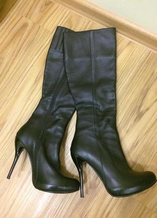 Шикарные кожаные сапоги до колена осень