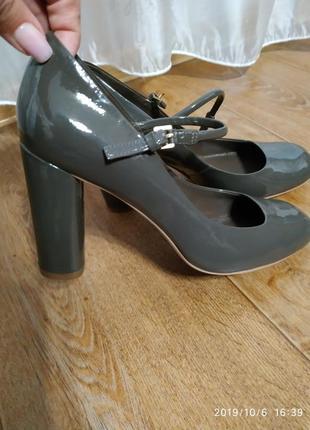 Шикарные туфли,серого цвета,каблук 9,5 см.без дефектов,не подошли по размеру)новые