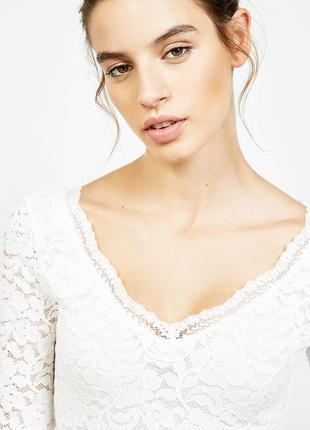 Белая кружевная блуза bershka маломерит