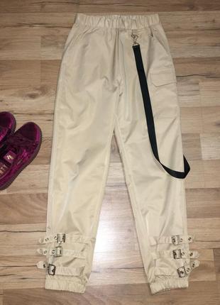 Бежевые штаны карго