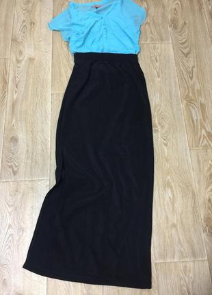Чёрная юбка в пол с разрезом на ноге