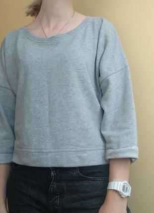 Укороченный серый свитер