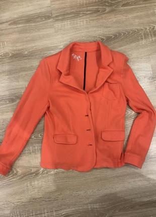Персиковый пиджак!