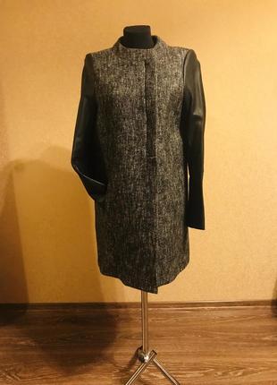 Тонкое шерстяное пальто с кожаными рукавами элитного бренда maje m