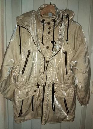 Красивая золотистая куртка