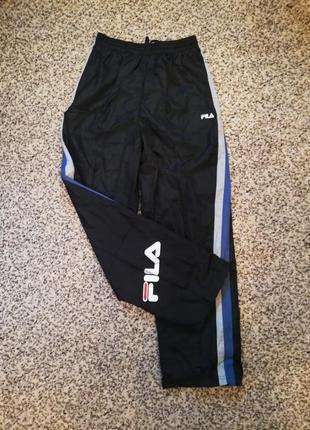 Мужские спортивные болоньевые штаны от бренда fila.