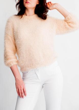 Модный свитер вязаный