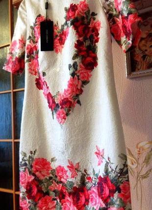 Нарядное платье с цветочным принтом в розы - очень крутое, не упусти!