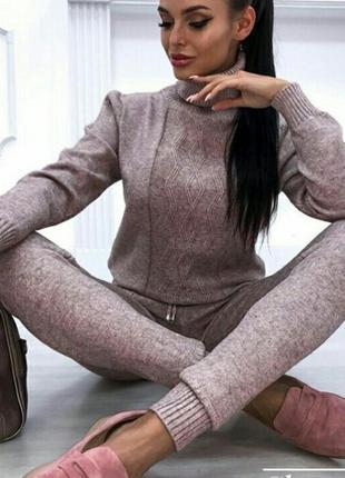 Женский теплый костюм.