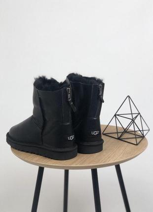 """Шикарные женские кожаные зимние угги/ сапоги """"ugg clasic zip black"""" с мехом 😍"""