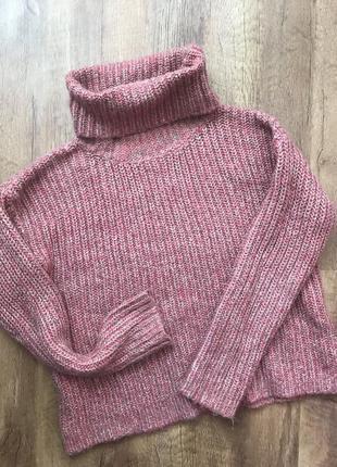 Вязаный свитер с широким горлом