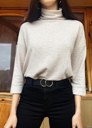 Бежевый нюдовый тёплый стильный свитер с горлом распродажа