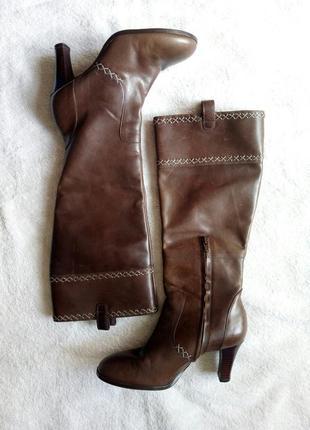 Кожаные высокие деми осень весна коричневые сапоги сапожки от clarks
