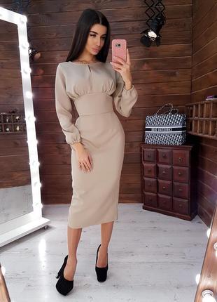 Бежевое платье-футляр миди с корсетной отделкой