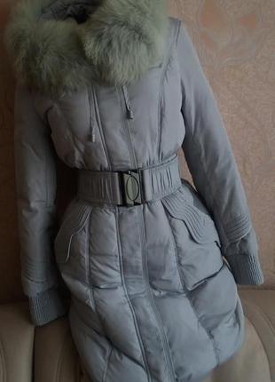 Натуральный пуховик пальто с капюшоном и натуральным мехом песца